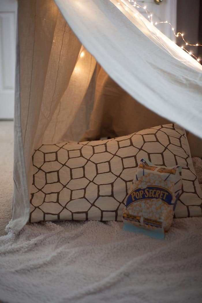 diy-night-in-pillow-fort