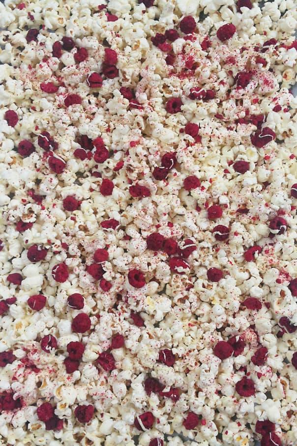 white-chocolate-raspberry-cheesecake-popcorn-3