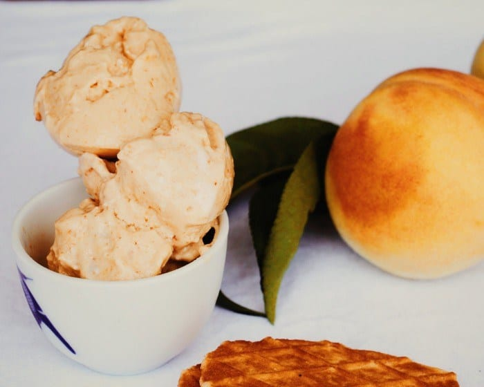 Easy no churn peach ice cream recipe for summer!