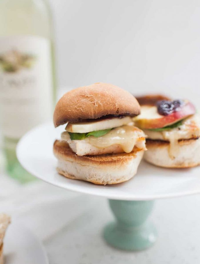 Looking for the perfect wine pairing? These delicious triple berry brie chicken sliders are so tasty and quick to make. The sweetness from the brie and the triple berry jam pair perfectly with Pinot Grigio. Sponsored by Cavit Wine. wine pairings | chicken sliders | chicken and brie | brie and jam | brie recipes | brie pairings | pinot grigio