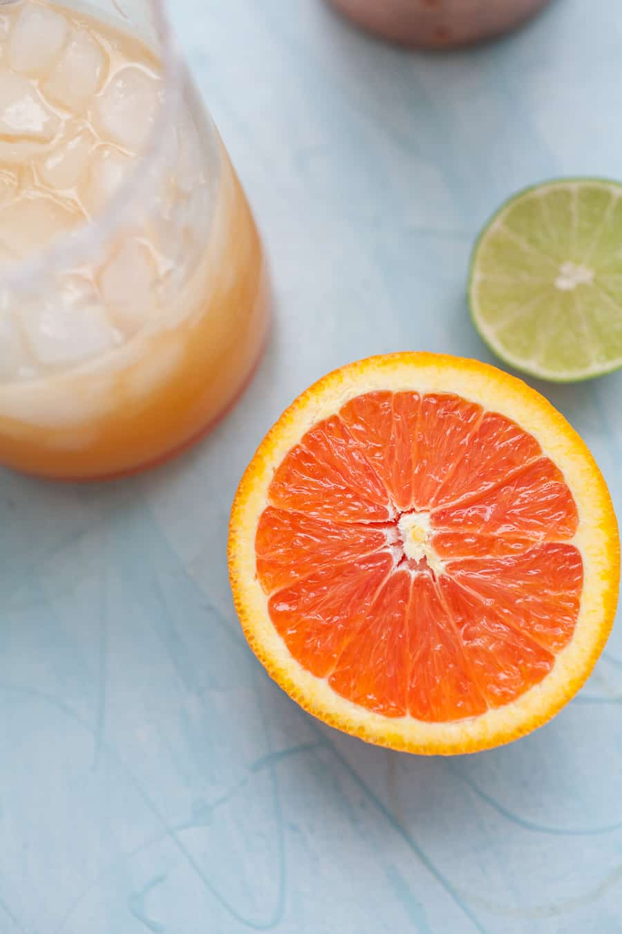 With Cinco de Mayo around the corner, these Simple Orange Lime Margaritas are perfect to have on your menu. They are made with fresh squeezed orange juice, lime juice, triple sec and tequila for a simple, flavorful and fun margarita recipe! This is a twist on a classic margarita recipe that you're definitely going to want to try.